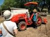 トラクターに乗る カフマナカフェ